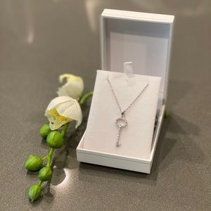 🔹Sterling Silver & Zirconia Key Pendant & Chain